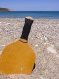 Estafa en la arena de la playa verano Crete, Grecia fotos de archivo