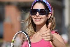 Estafa feliz de Person Wearing Sportswear With Tennis del atleta imagen de archivo