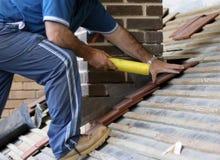 Estagiário do Roofer Imagens de Stock
