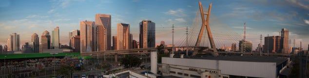 Estaiada överbryggar Sao Paulo Arkivfoton