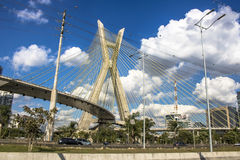 Estaiada-Brücke lizenzfreie stockfotos
