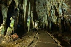 Estalactita en interior de la cueva con la luz del color en la cueva del compartimiento de Khao Imagen de archivo libre de regalías