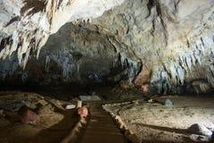 Estalactita en interior de la cueva con la luz del color en la cueva del compartimiento de Khao Fotografía de archivo libre de regalías