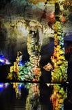 Estalactitas coloridas en la cueva Foto de archivo libre de regalías