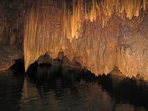 Estalactitas en Barton Creek Cave, Belice Imágenes de archivo libres de regalías