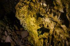 Estalactites e estalagmites na caverna de Dirou, Gr?cia imagens de stock