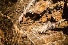 Estalactites na caverna Imagens de Stock