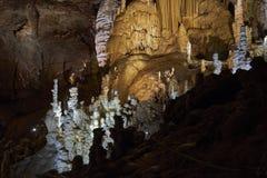 Estalagmitas hermosas en la cueva Imagen de archivo libre de regalías