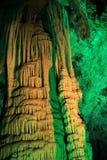 Estalagmite maravilhoso com o fantacy da luz verde Fotos de Stock