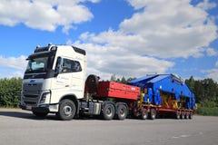 Estaleiro branco Crane Component dos transportes de Volvo FH16 750 semi Imagens de Stock