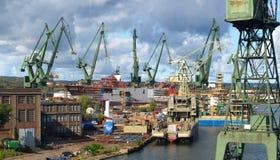 Estaleiro de Gdansk em um panorama fotografia de stock royalty free