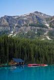 Estaleiro e canoas, parque nacional de Banff foto de stock royalty free