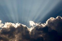 Estallar rayos de la nube Fotos de archivo libres de regalías