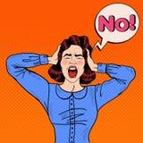Estallido Art Angry Frustrated Woman Screaming y el sostenerse principal con la burbuja cómica del discurso ninguna Imagenes de archivo