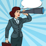 Estallido Art Confident Business Woman Looking en catalejo libre illustration