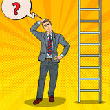 Estallido Art Doubtful Businessman Looking Up en la escalera stock de ilustración