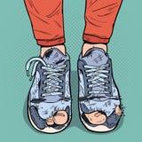Estallido Art Old Sneakers Zapatos viejos sucios Calzado dañado desgaste del inconformista Fotos de archivo libres de regalías