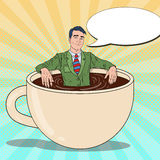 Estallido Art Smiling Businessman Relaxing en taza de café Rotura de trabajo stock de ilustración
