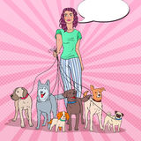 Estallido Art Young Woman Walking con muchos perros de diversas razas libre illustration