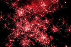 Estallido rojo de los fuegos artificiales Imágenes de archivo libres de regalías