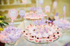 Estallido y dulces de la torta del postre de la boda Foto de archivo libre de regalías