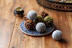 Estallidos de la torta de chocolate del vegano Imagen de archivo