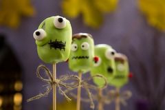 Estallidos dulces de la torta de Halloween Imagen de archivo