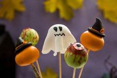 Estallidos dulces de la torta de Halloween Imágenes de archivo libres de regalías