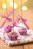 Estallidos rosados de la torta Foto de archivo libre de regalías