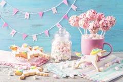 Estallidos rosados de la torta fotos de archivo