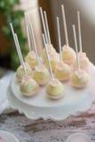 Estallidos y magdalenas de la torta Imagenes de archivo
