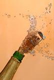 Estalo da cortiça de Champagne Fotos de Stock Royalty Free