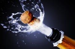Estalo da cortiça de Champagne foto de stock royalty free