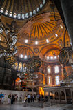 ESTAMBUL - 10 DE JULIO DE 2015: dentro de la basílica de Hagia Sophia Imagen de archivo