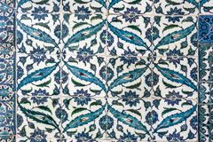 ESTAMBUL - 5 DE NOVIEMBRE: Decoración de la teja del otomano, palacio de Topkapi el 5 de noviembre de 2014 en Estambul Imagen de archivo libre de regalías