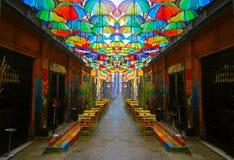 Estambul, Karakoy/Turqu?a - 04 04 2019: Calle en la Estambul, decoraci?n de la calle, arte de Karakoy en la calle fotografía de archivo libre de regalías