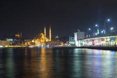 Estambul por noche imagen de archivo