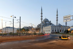 ESTAMBUL, TURQUÍA - AGOSTO 24,2015: Yeni Cami (nueva mezquita) en th imagen de archivo libre de regalías