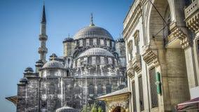 Estambul, Turquía - 28 de abril de 2012: Yeni Cami (nueva mezquita), o Valide Sultan Mosque en Eminonu Estambul fotografía de archivo libre de regalías