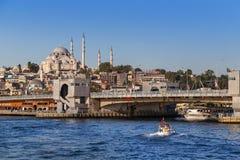 Estambul, Turquía - 23 de octubre de 2017: Estrecho de Bosphorus, Estambul, Turquía Imagenes de archivo