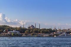 Estambul, Turquía - 23 de octubre de 2017: Estrecho de Bosphorus, Estambul, Turquía Fotos de archivo libres de regalías