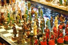 Estambul, Turquía, el 22 de septiembre , 2018: Juego de ajedrez con los pedazos que representan a los cruzados en un bazar fotografía de archivo libre de regalías