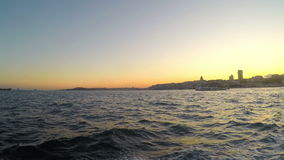 ESTAMBUL, TURQUÍA - MAYO DE 2015: Timelapse de Gopro, transporte público de la nave almacen de video