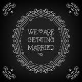 Estamos consiguiendo el monograma casado del tablero del negro de la tarjeta Fotografía de archivo