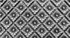 Estampado de flores monótono tallado del estilo del vintage en forma del rectángulo en la textura de madera del fondo para el mat Imagen de archivo libre de regalías