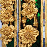 Estampado de flores tailandés de oro Fotografía de archivo
