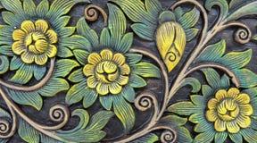 Estampado de flores tallado del estilo del vintage en la textura de madera del fondo para el material de los muebles fotografía de archivo libre de regalías
