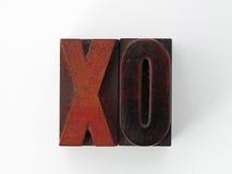 Estampilles de lettre de gravure sur bois X et O Image stock
