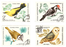 Estampilles soviétiques de poteau d'antiquité avec des oiseaux Image stock