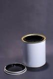 Estanho branco em branco da pintura com tampa Fotos de Stock